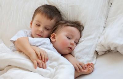 Làm thế nào để con ngủ ngon, thoái mái, không bị lạnh trong những đêm trở gió?